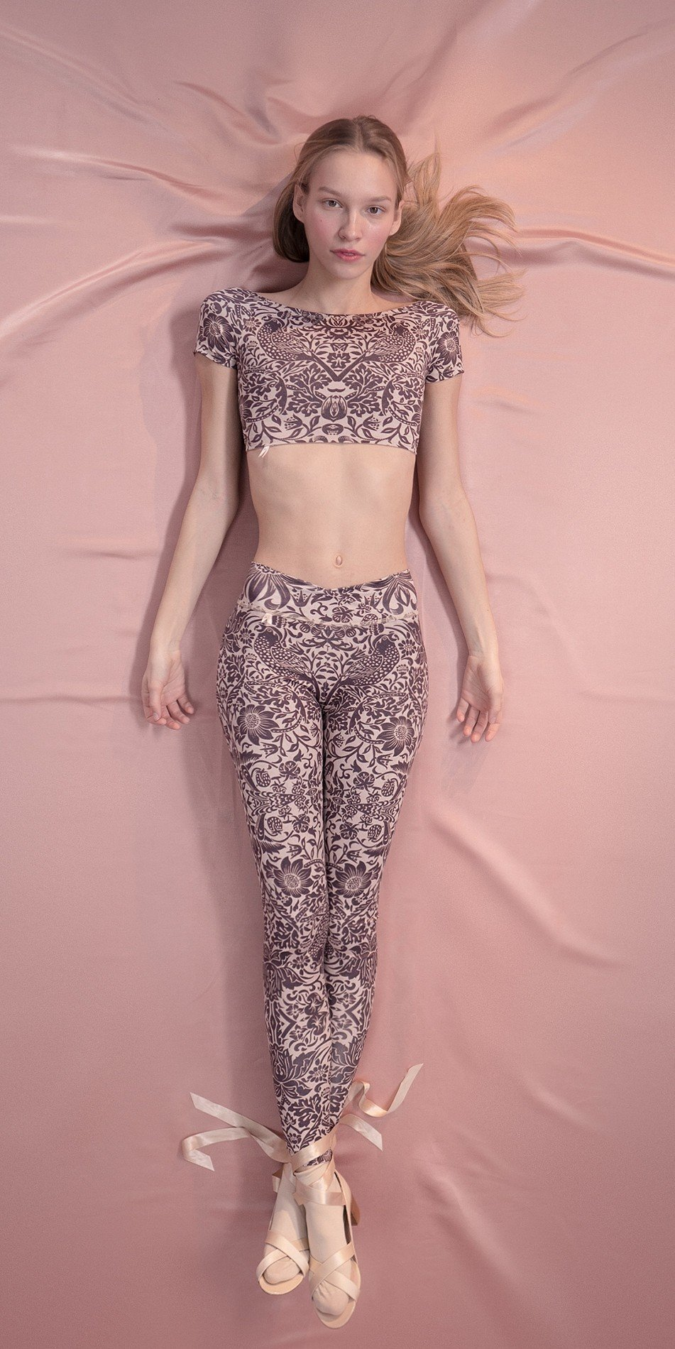 PRE20RAPHAELITES low20back20crop20top20with20short20sleeves strawberry20thief 6 r 2