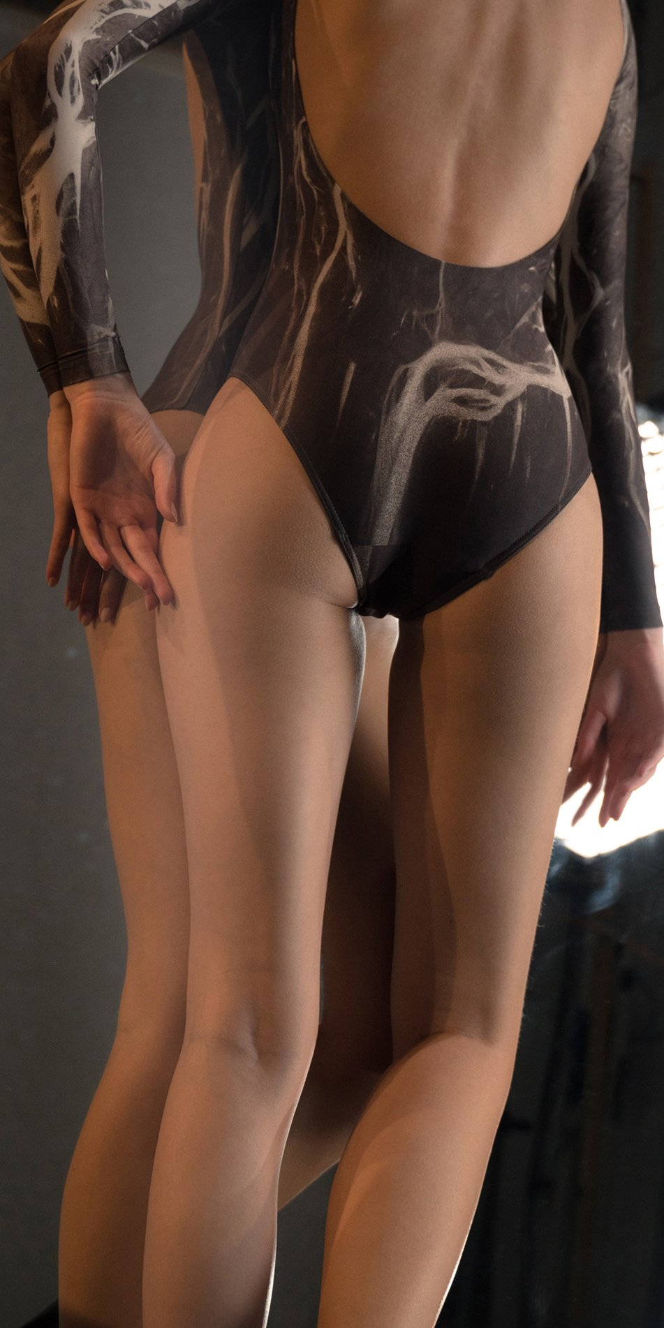 DELTA low back leotard with long sleeves chocolate 3