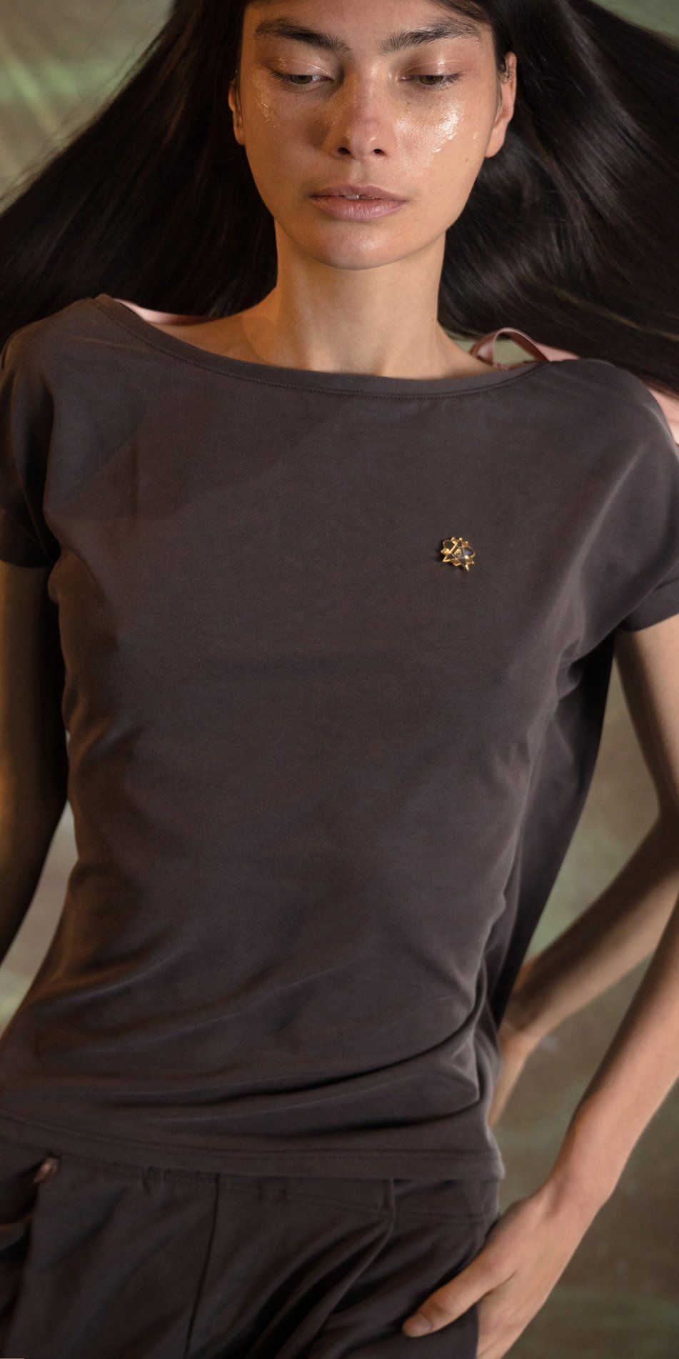 RIBBON BOW chocolate low back t shirt 5